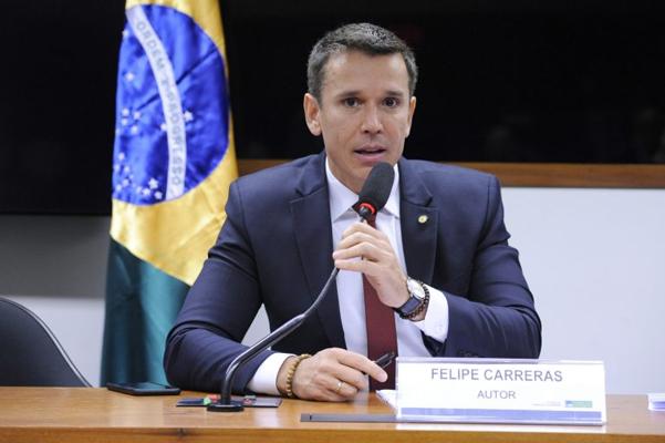 'Chegou a hora de acabar com a hipocrisia', diz Felipe Carreras sobre projeto que libera jogos e cassinos no Brasil