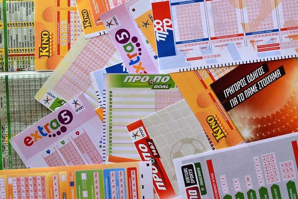 Homem recebe bilhete de loteria como presente e ganha sorteio