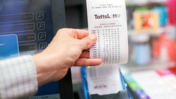 Mulher ignora ligações por temer golpe, mas descobre que ganhou na loteria