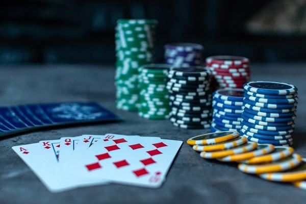 Justiça rejeita denúncia por entender que pôquer não depende apenas da sorte
