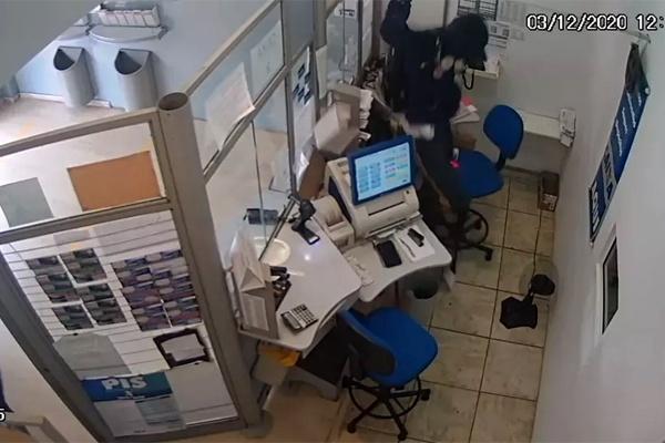 Ladrão salta divisória de funcionários e rouba lotérica em Avaré no interior de SP