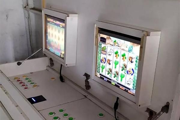 Criatividade da ilegalidade: móvel reversível esconde máquinas de caça-níqueis