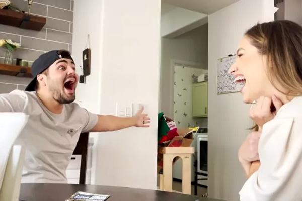 Mulher usa raspadinha para contar ao marido que está grávida e reação viraliza