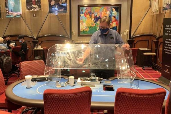 Maioria dos cassinos de Las Vegas retira divisórias de acrílico das mesas de poker